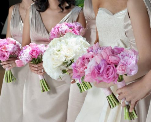 bride-and-bridesmaids-with-bouquets