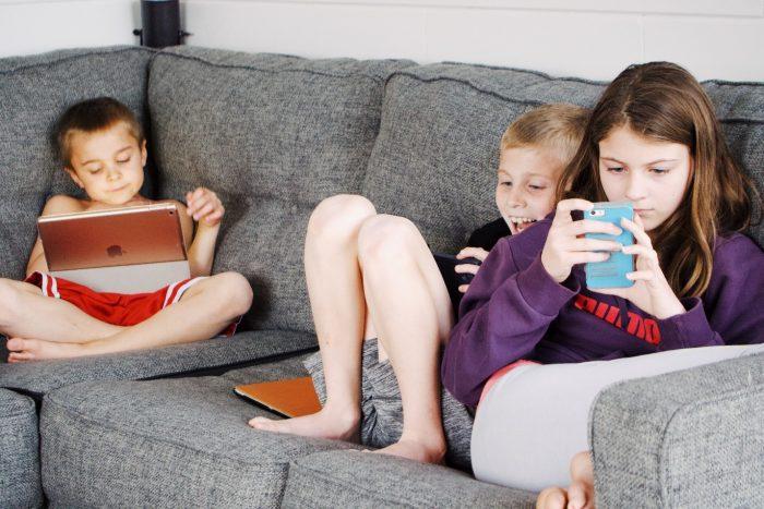 Buy blue-light glasses to improve children's sleep quality