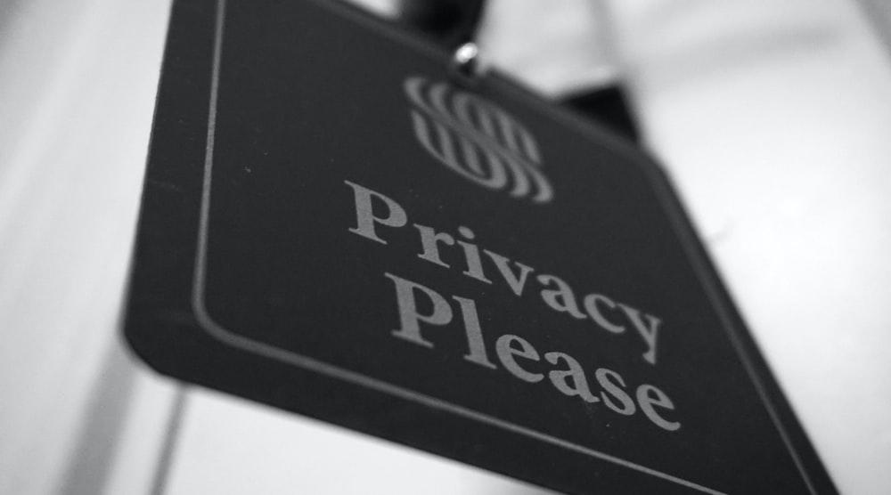 A black privacy please sign.