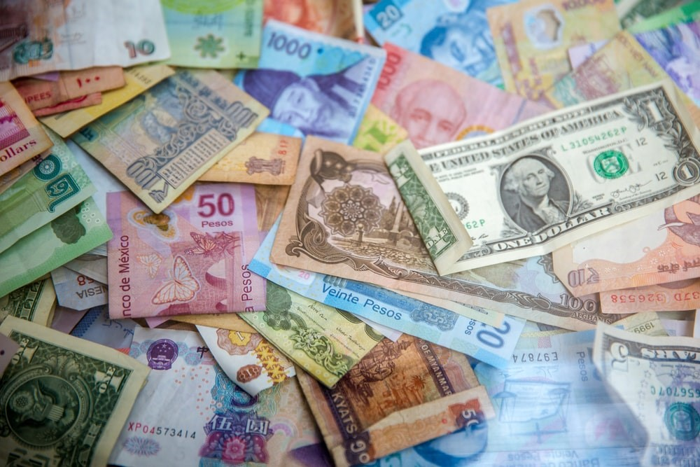 Different currencies on a table