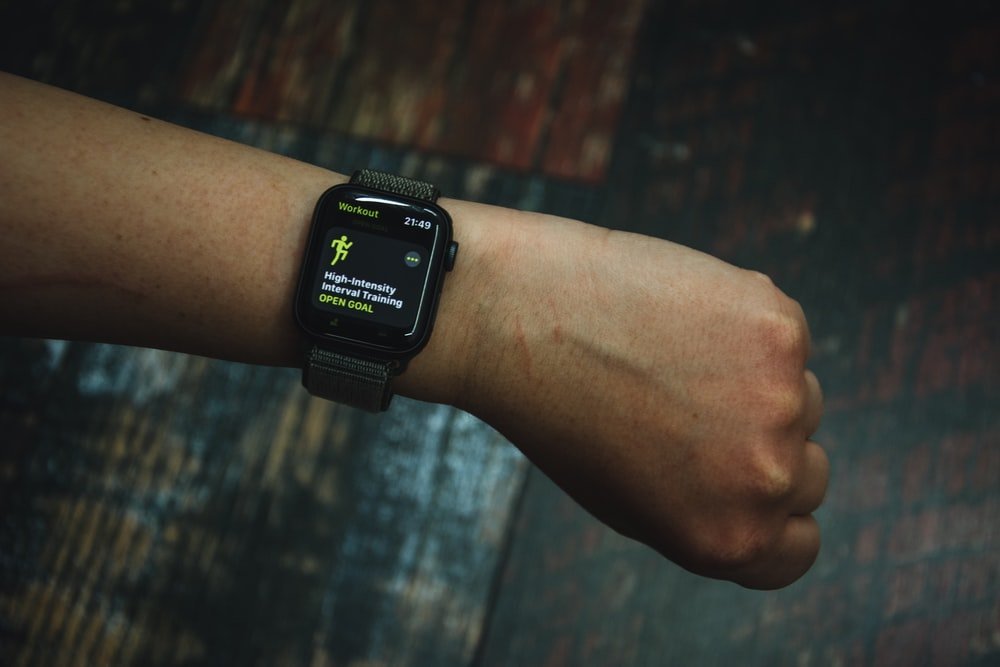 A fitness tracker calculating high-intensity interval training